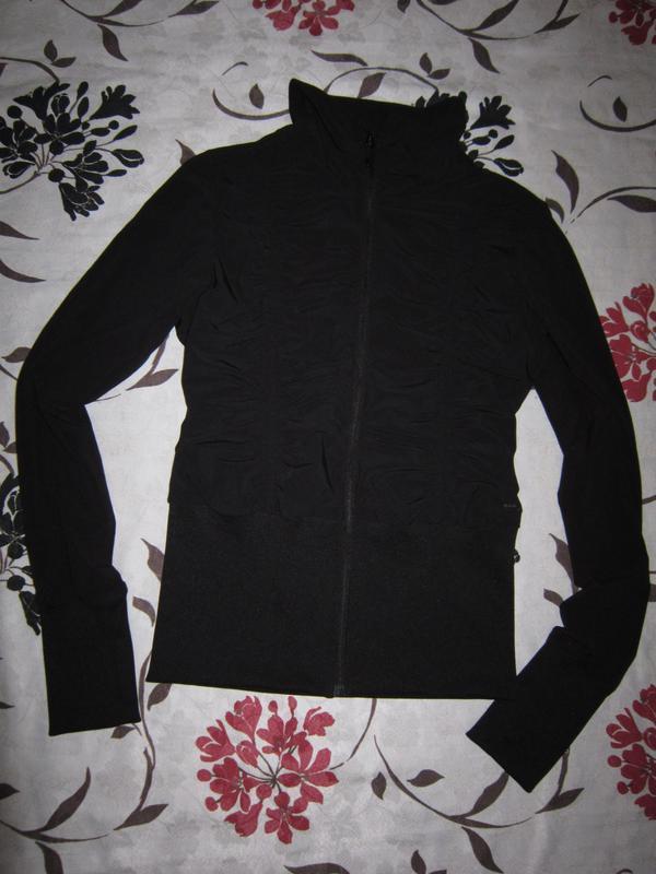 Трендовая спортивная тонкая куртка h&m на молнии