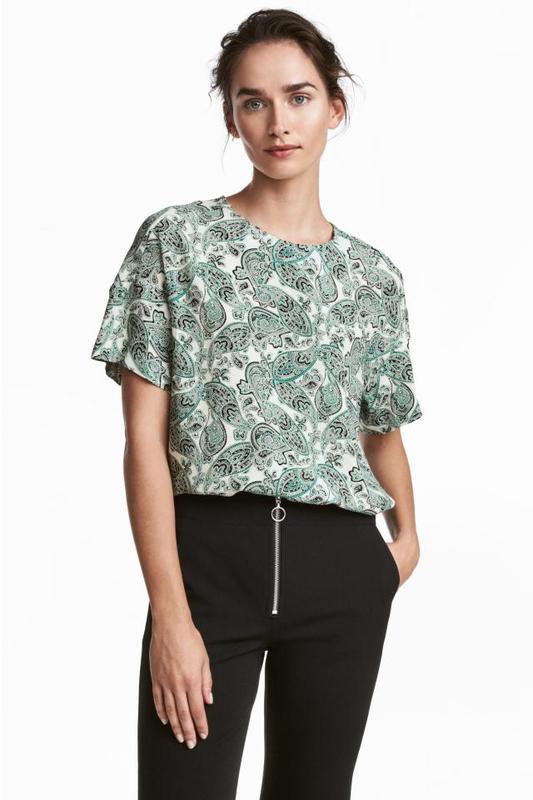 Стильная блуза с узором пейсли