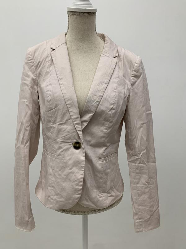 Нежно розовый пиджак