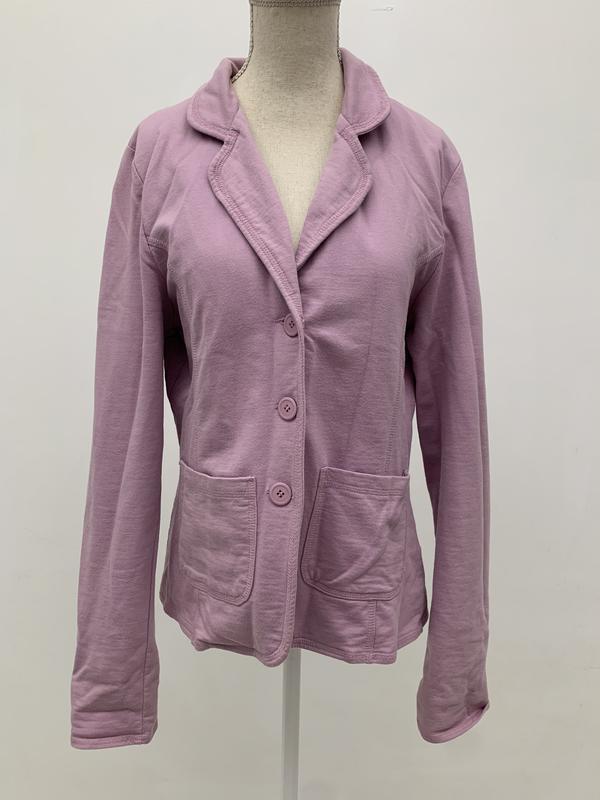 Нежный и приятный приталенный пиджак лавандового цвета