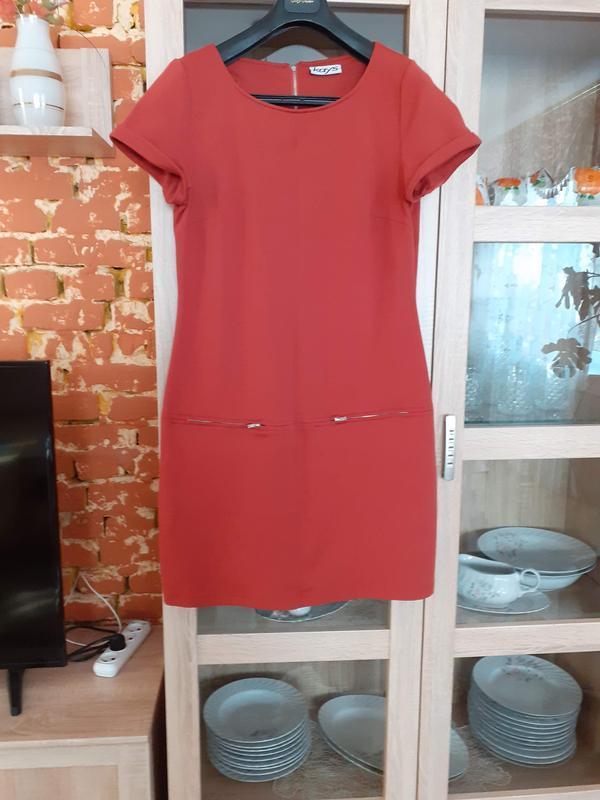 Теракотовое с карманами платье большого размера