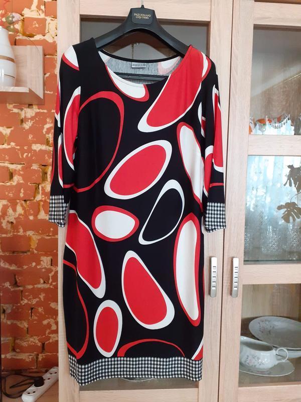 Эффектное комбинированное вискозное платье большого размера