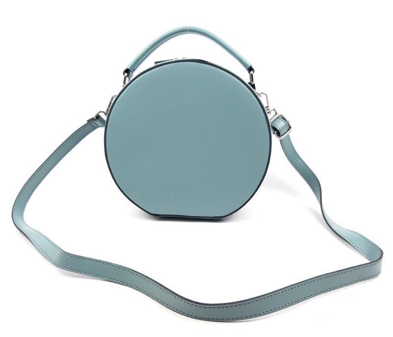 Кожаная женская красивая круглая сумка голубая