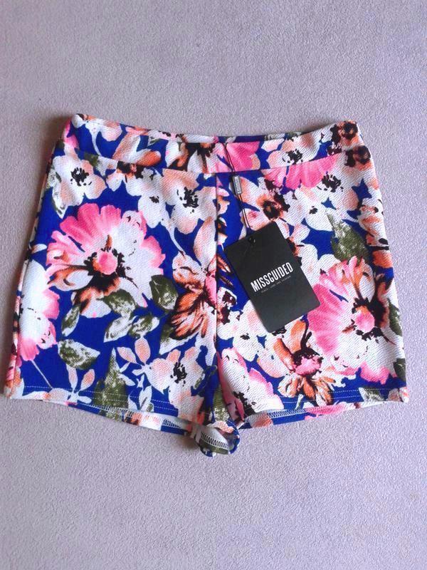Короткие высокие шорты цветочный принт