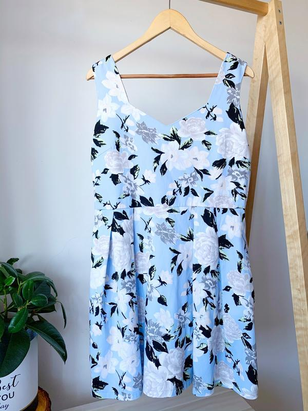 Голубое платье в цвети большого размера