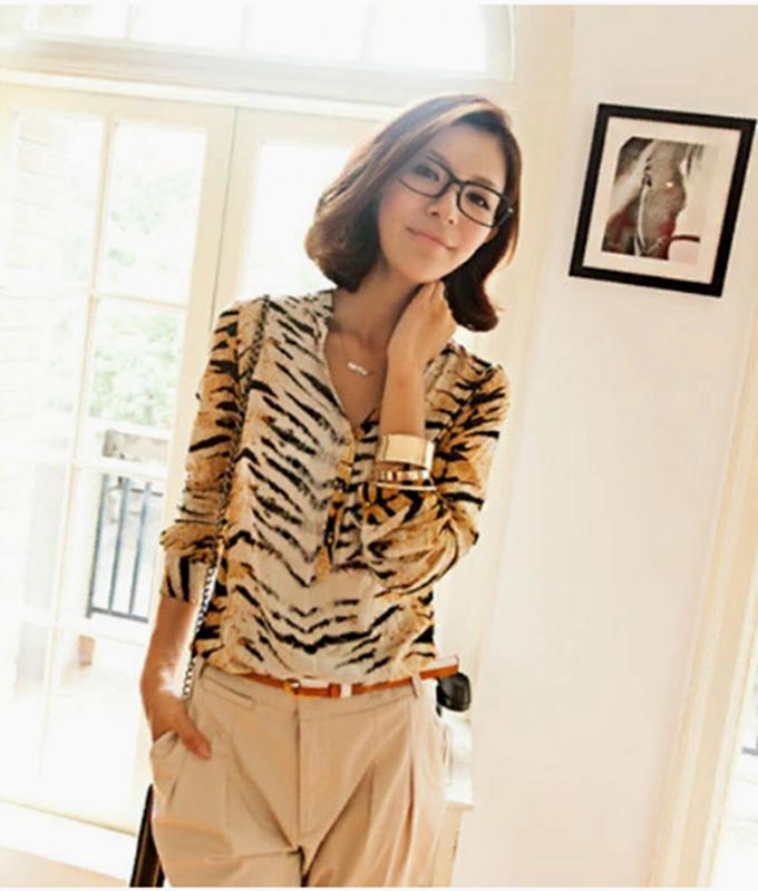 Красивая блузка в модный тигровый принт с камушками размер 10-...