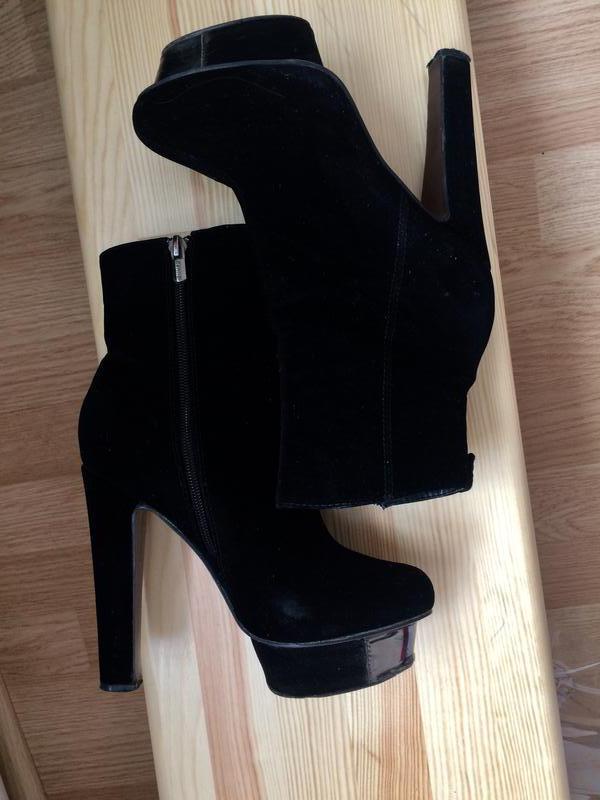 Ботинки деми высокий каблук 35-36р