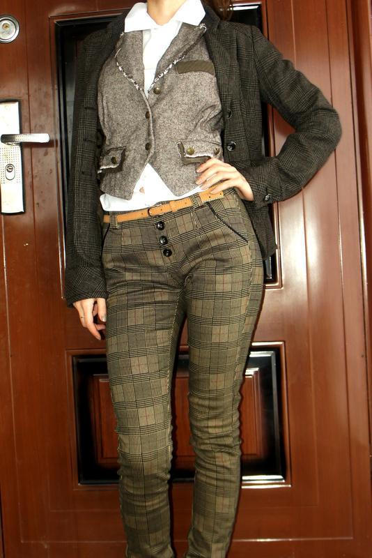 Новые стильные брюки джинсы  средняя посадка xs (34)