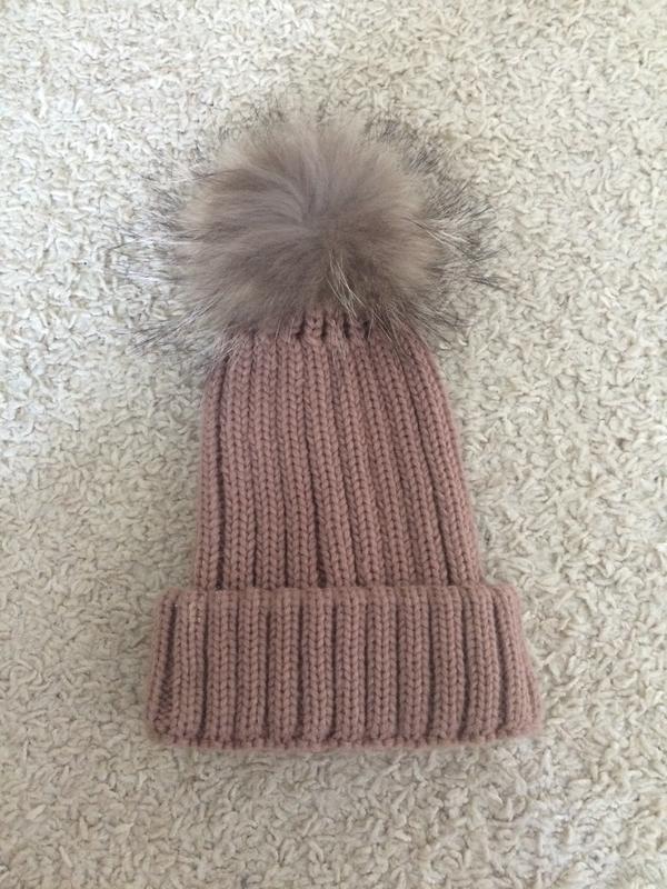 Красивая шапка натуральный мех на кнопке