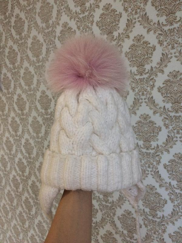 Красивая зимняя шапка на флисе с натуральным бомбоном