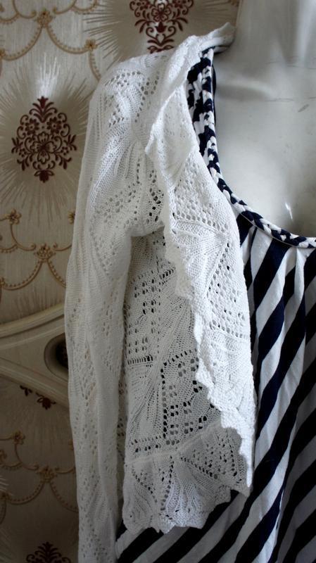 Вязаная белая кофта