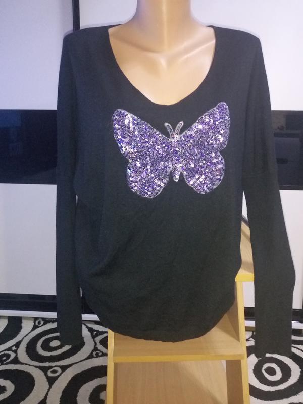 Красивый свитер,джемпер,кофта.бабочка в паетках.