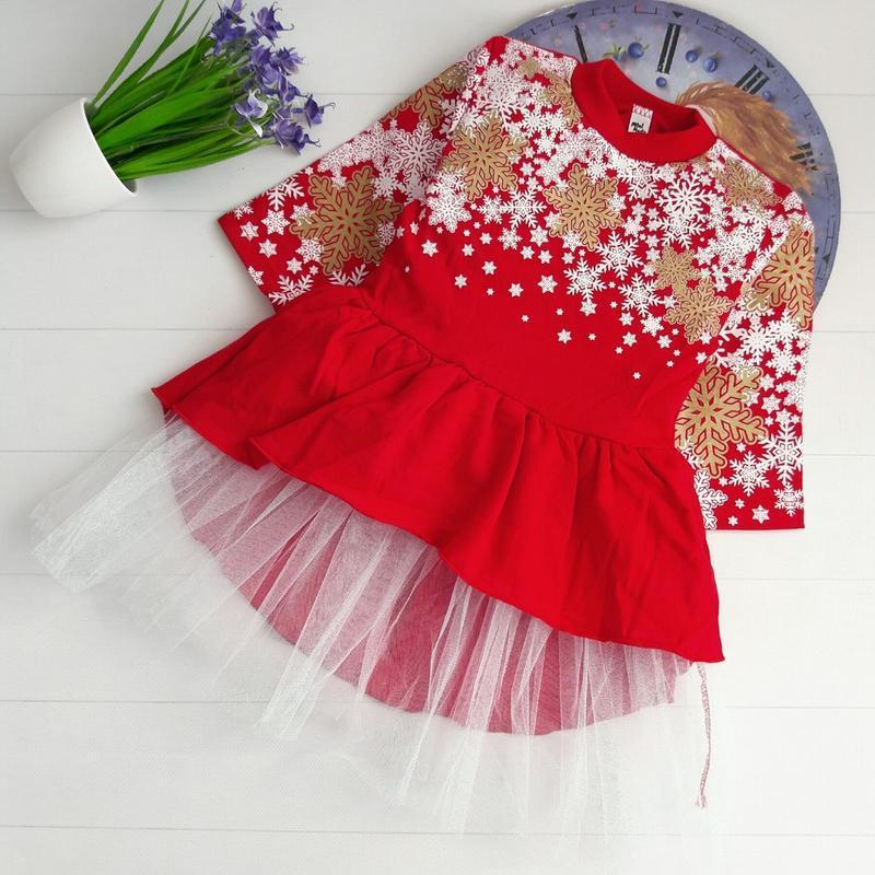 Красивое новогоднее платье со снежинками