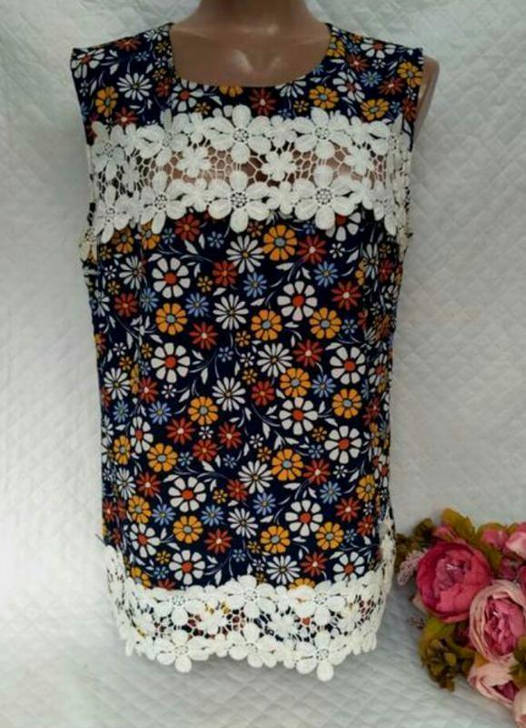 Шикарная блуза в цветы с кружевом размер 14-16(44-46)