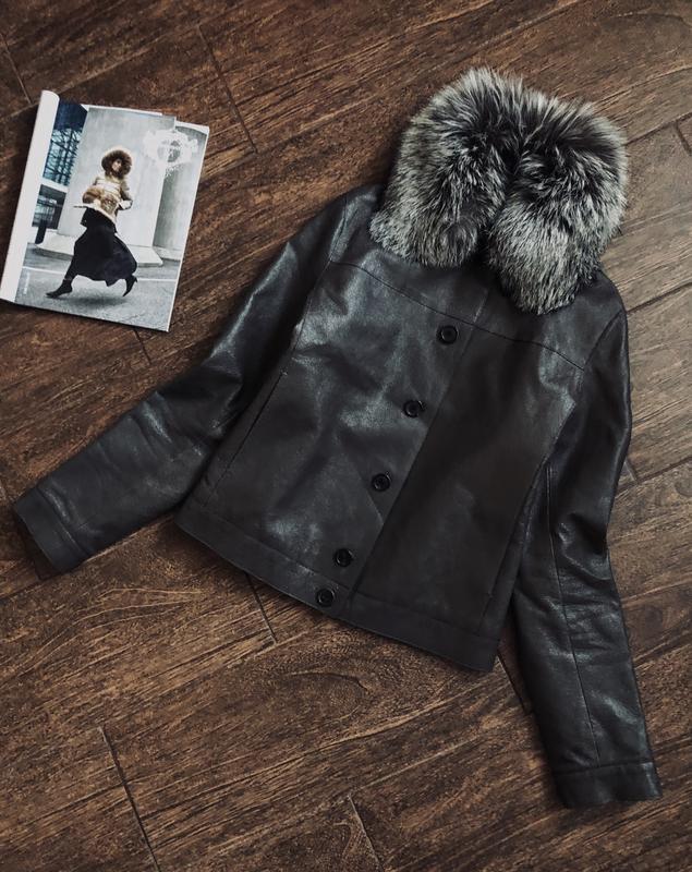 Шикарная кожаная куртка с натуральным мехом лисы и шелковой по...
