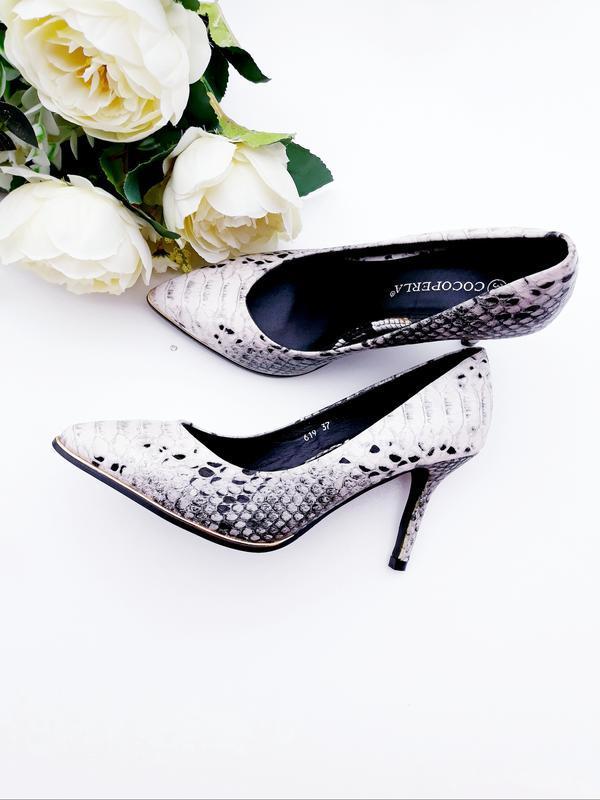 Шикарные туфли лодочки под кожу рептилии стильные туфли