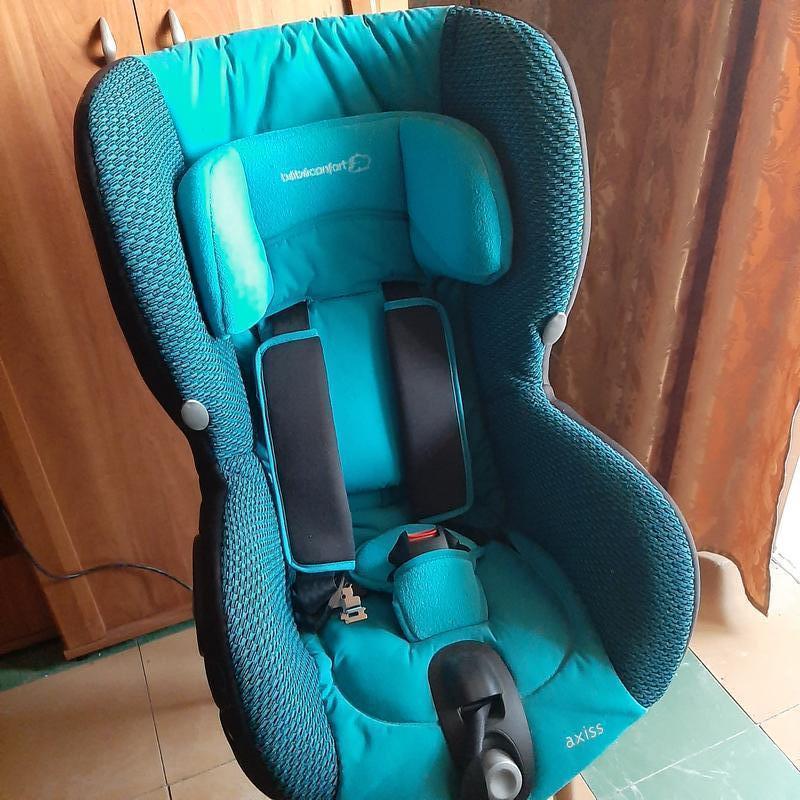 Детское поворотное автокресло Bebe Confort Axiss 9 мес-4 года до