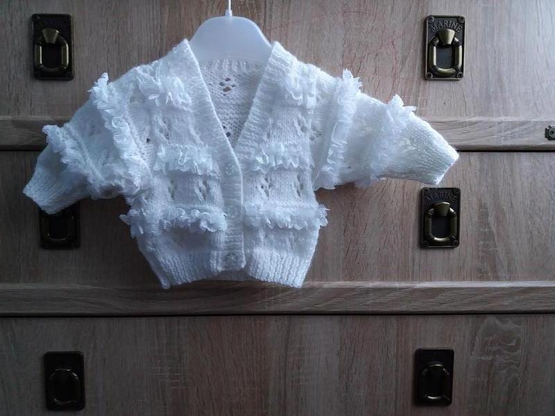 Белая вязаная кофта на девочку