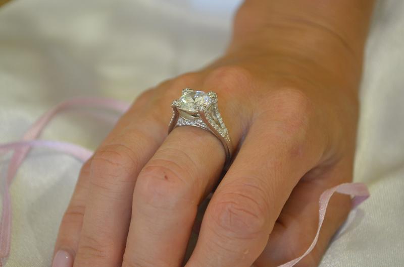 Эксклюзивное женское кольцо из серебра