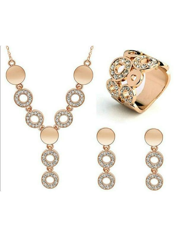 Золотистый набор бижутерии с камнями нарядный на торжество сер...
