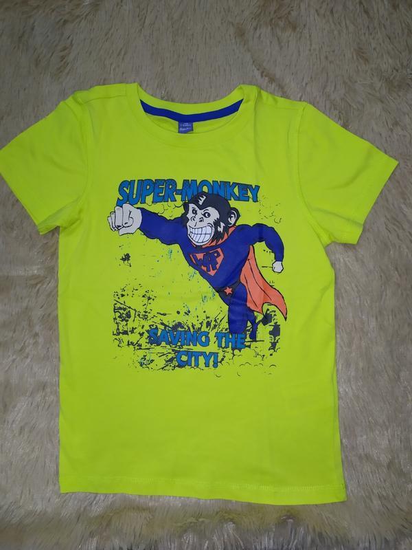 Яркая футболка из 100% хлопка