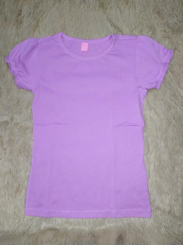 Однотонная футболка из качественного трикотажа