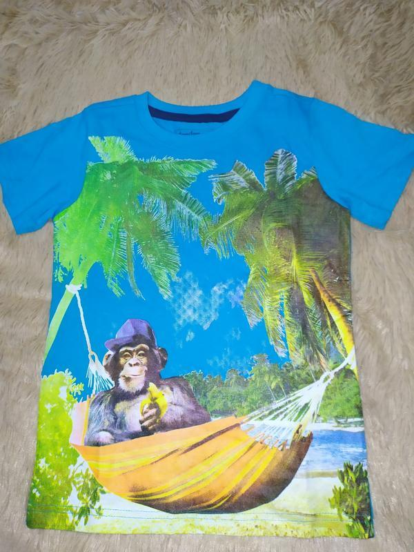Яркая футболка с веселым принтом