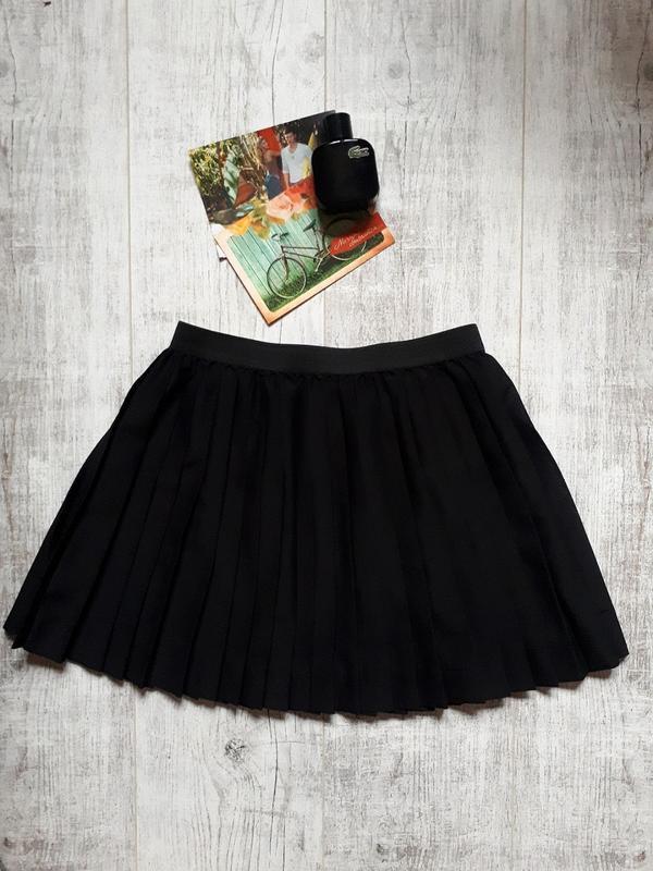 Черная плиссированная юбка