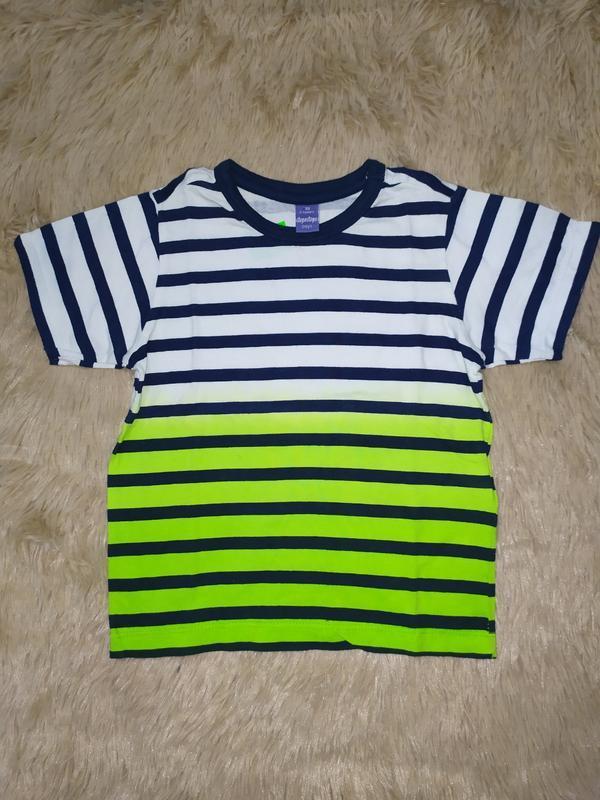 Яркая футболка из высококачественного трикотажа