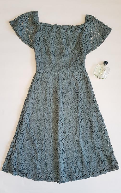 Красивое кружевное платье миди h&m с открытыми плечиками.