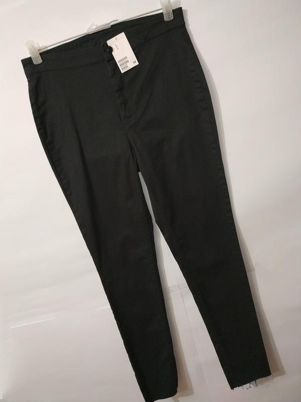 Новые стрейчевые высокие джинсы скинии зауженные к низу h&m uk...