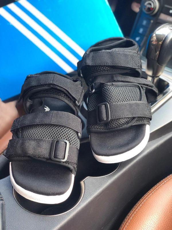 Удобные женские сандалии adidas в черном цвете (весна-лето-осе...