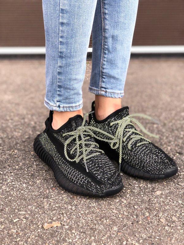 Прекрасные кроссовки adidas yeezy с рефлективом в черном цвете...