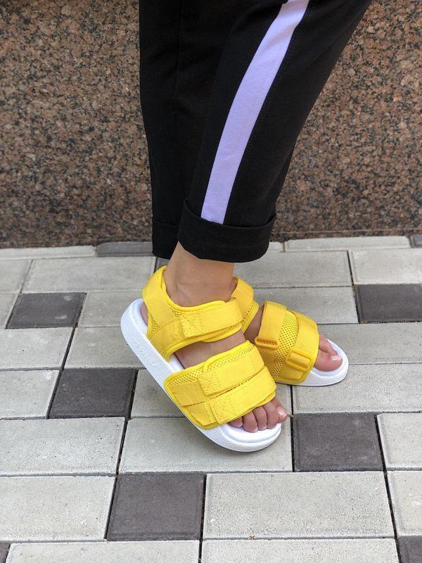 Удобные женские сандалии adidas в желтом цвете (весна-лето-осе...