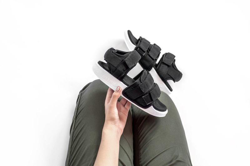Удобные и легкие женские сандалии adidas в черном цвете  (весн...