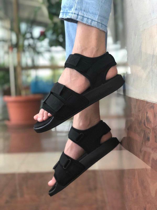 Летние сандалии adidas в полностью черном цвете (весна-лето-ос...