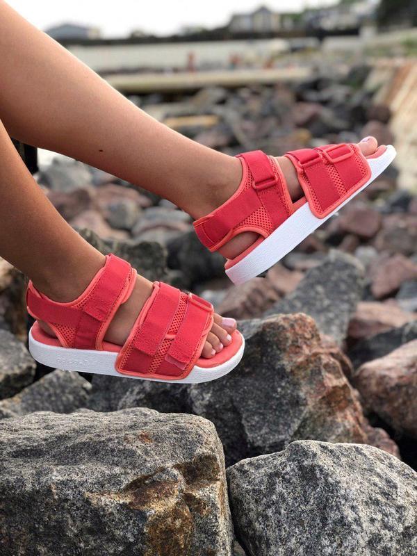 Шикарные сандалии adidas в коралловом цвете (весна-лето-осень)😍