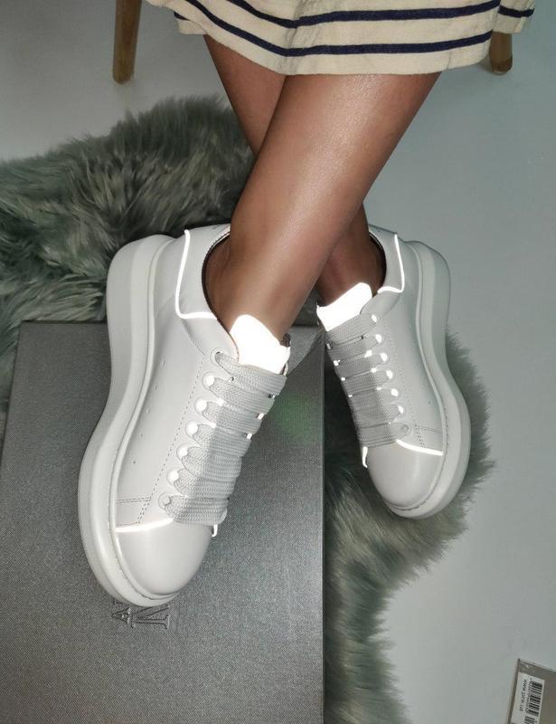 Шикарные женские кроссовки из натур кожи, с рефлективом в бело...
