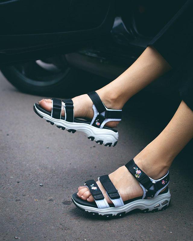 Стильные и удобные женские сандалии skechers в черном цветет (...