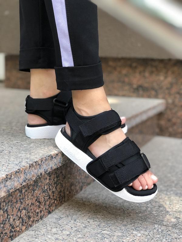 Распродажа! стильные и удобные женские сандалии adidas в черно...