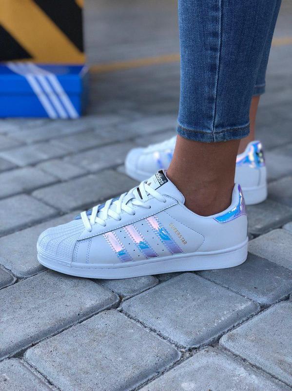 Красивые и удобные женские кроссовки adidas в белом цвете (вес...