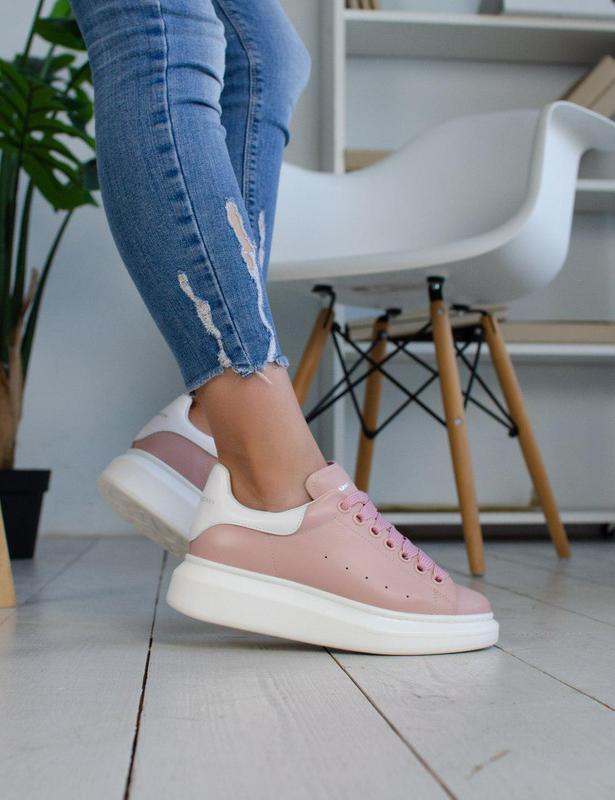 Стильные кожаные кроссовки mcqueen в розовом цвете (весна-лето...
