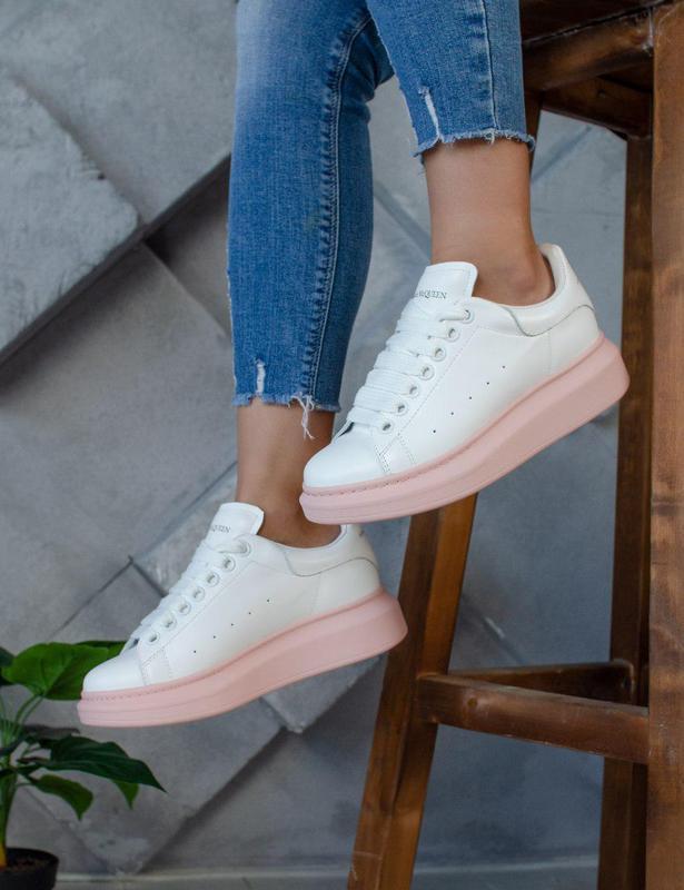 Кожаные кроссовки alexander mcqueen в бело-розовом цвете (весн...