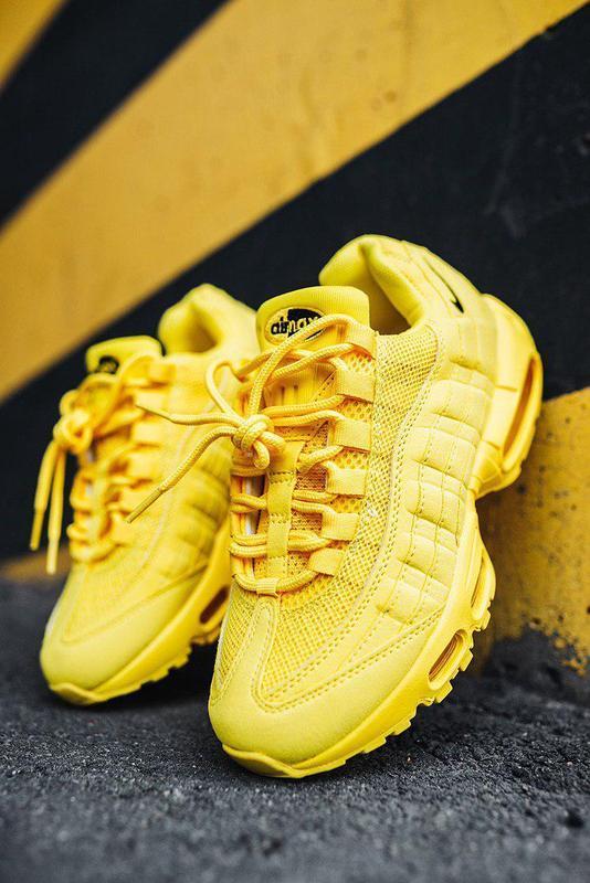 Шикарные спортивные кроссовки nike 95 в полностью желтом цвете...