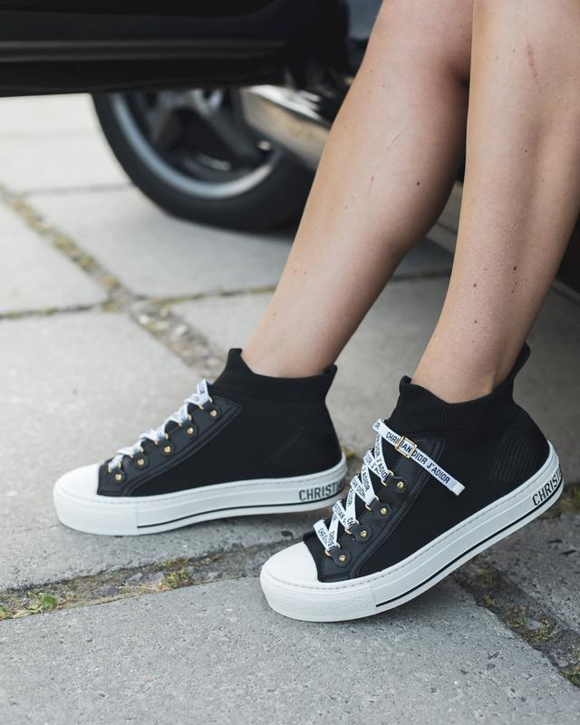 Красивые женские кроссовки в черно-белом цвете (весна-лето-осе...