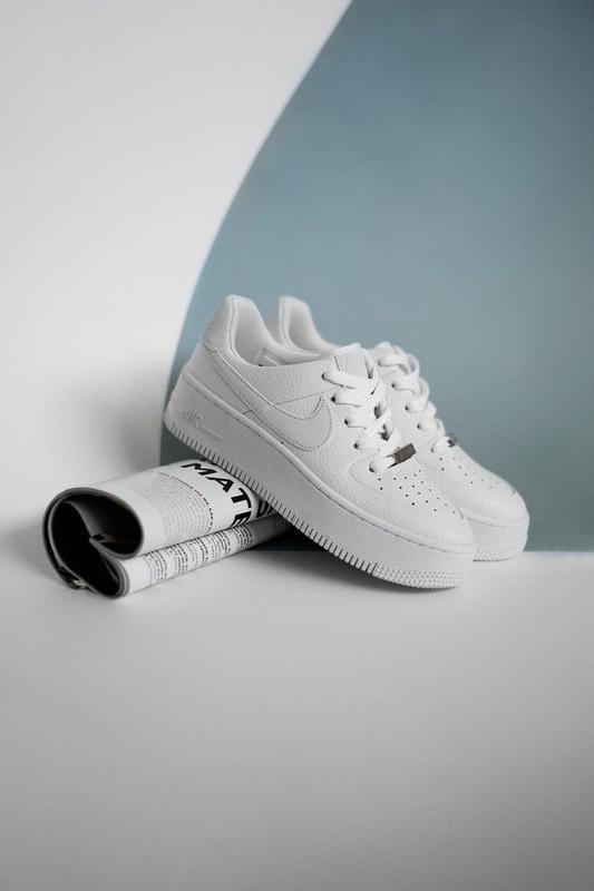Превосходные кроссовки nike air force из кожи в белом цвете (в...