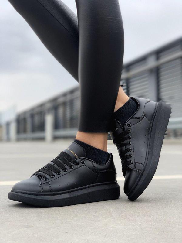 Женские полностью черные кроссовки alexander mcqueen (весна-ле...