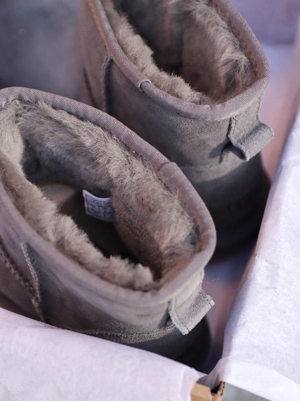 Шикарные угг мини в сером цвете с теплым мехом овчины (осень-з... - Фото 6