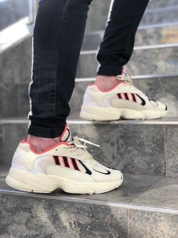 Удобные мужские кроссовки adidas в стильном бежевом цвете (вес...