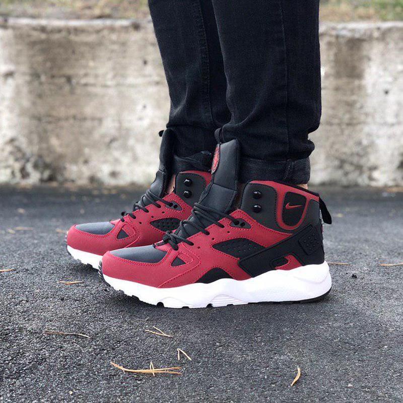 Удобные зимние кроссовки nike air huarache в черно-красном цве...